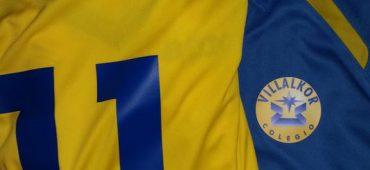 Estampacion de escudos vinilo en color y n°s azules para @cdvillalkor @CVillalkor @PadelVillalkor